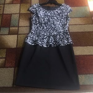 Gorgeous dress in excellent condition. Barely used